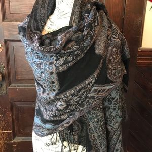 Lovely lucky brand wrap in a paisley print